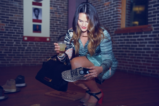 MM Great girl with shoe